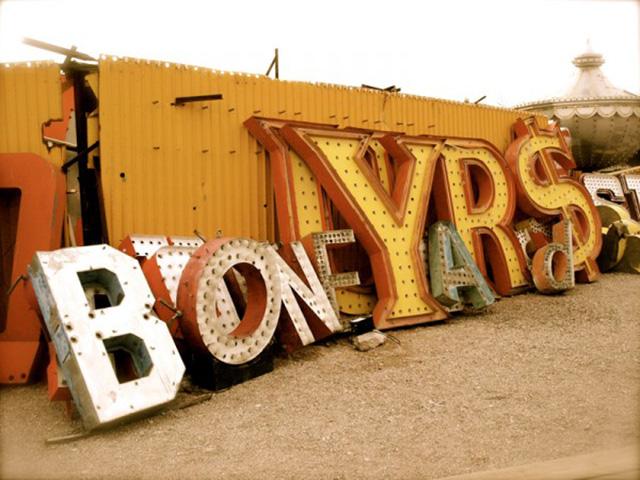 las-vegas-boneyard-neon